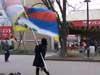 2010年1月11日 聖地チベット展 上野最終日の抗議の様子。美術館内の騒動。